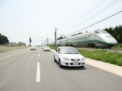 マツキドライビングスクール村山校の教習コースは県内トップクラスの広さを誇り、のびのび運転が出来ます!またコースのすぐ横は新幹線が通っていますので時には併走することも!?