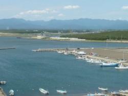 ホテルからちょっと足を伸ばせば、日本海近くの展望台や能代エナジアムパークなど、教習所からは世界自然遺産の白神山地を眺めることができ旅行気分が味わえます。自然豊かな最高の環境の元ゆったり楽しく教習を受けることができますよ♪