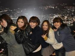 360度の大パノラマが広がる、長崎市のシンボル稲佐山は、日本三大夜景のひとつとしても有名です。山頂まではロープウェイで5分です。