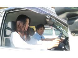 初めての車の運転は不安なことも多いと思いますが、些細なことも相談しやすい教官がそろっています。アットホームな雰囲気で安心して教習ができますよ!!