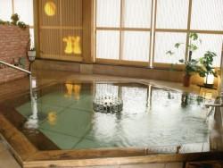 3.広々としたお風呂でリフレッシュ! 宿舎のお風呂は風情があります。
