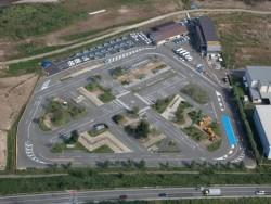 面積16,000平方メートル!緑に囲まれた広大な教習コースで、初めて免許を取得する方でものびのびと運転できる環境がありますので快適に教習できます♪運転技術もバッチリですね。