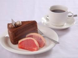 指定期間に入校した女性には、ウェルカムケーキとフルーツ・ドリンクの引換券をプレゼント。美味しいケーキやフルーツ、ドリンクで入校初日の緊張をほぐしましょう♪