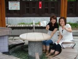 いわき湯本といえば温泉で有名です!宿舎の「よしの館」は、湯本温泉街の中心にあり、天然温泉が楽しめます。また、「鶴の足湯広場」には、「あつ湯」と「ぬる湯」の2種類の無料でつかれる足湯があるので、気軽に利用して疲れを癒やしてみてはいかがでしょう♪