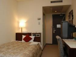 宿泊プランは、シングル・ツインはホテルを利用。一人でホテルにゆったり泊まりたい方はホテルプランを。お一人でも友人を作りたい方、仲間同士でワイワイ泊まりたい方は旅館の相部屋プランを選んでいただけます。