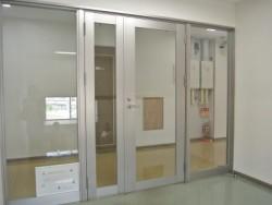 宿舎は寮長の方が常駐しています。またセキュリティ面も防犯カメラやフロアごとに鍵つきの扉を備えていて安心です!