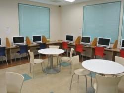 宿泊施設「まえばし合宿所」には広いインターネットルームもあります。教習に疲れたらここでゲームや音楽、ネットサーフィンを楽しみましょう♪