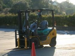 静岡県セイブ自動車学校では普通車以外の免許も合宿で取得可能です。大型車と大型特殊車との同時教習もできますよ。