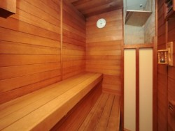宿舎にはサウナがついているところも!ゆっくりお湯に浸かれる大浴場もあるので、教習疲れも吹き飛ばせそうですね。