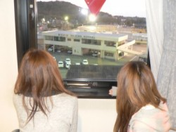 宿泊先のホテルはなんと学校の敷地内。泊まっているホテルの窓から教習コースの確認もできちゃいます!