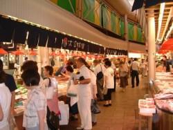 空いた時間は近江町市場へ!活気ある市場へ出かけて、新鮮な海鮮に舌鼓♪