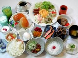 石川・太陽自動車学校の宿泊プランはホテル。朝はホテルでバイキング、昼は学校でのお弁当、夕食は日替わりです♪