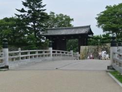 奈良の法隆寺とともに、日本で初の世界文化遺産となった姫路城が近くにあります。空き時間に散策してみてください♪