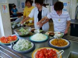 お肉に野菜にフルーツなど、栄養バランスを考えた健康的なお食事を毎日ご提供。しっかり食べて合宿を元気に乗り切りましょう!