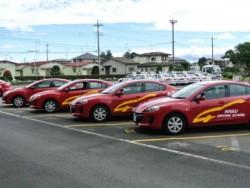 那須自動車学校の教習車。普通車をはじめ大型車や特殊車の台数も多く、またインストラクターの人数も多いので、スムーズに教習を進められます。