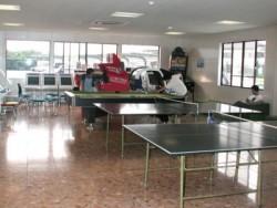教習所内には、卓球台もあり空き時間にみんなで楽しく遊べます♪