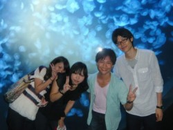 加茂港付近の日本海に面した断崖絶壁建っている、「加茂水族館」へ無料でご招待。50種類以上のクラゲはギネス世界記録に認定されています!沢山のクラゲが泳ぐ大水槽はロマンチック♪教習で疲れた心を癒やしましょう。