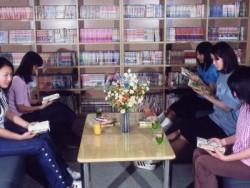 コミックコーナーも充実。教習所内のコミックコーナーが充実しており、教習の合間が楽しみになってしまいます。