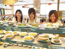 地元の人に人気の食堂と提携をしているきつき自動車学校。3度の食事はこの提携食堂で取ることができます。栄養満点のメニューが豊富にあります♪