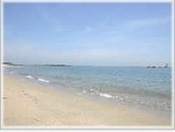 きつき自動車学校のそばには海が広がっています!また、女性宿舎は海の目の前に♪空いた時間に海水浴ができるのでおすすめです!